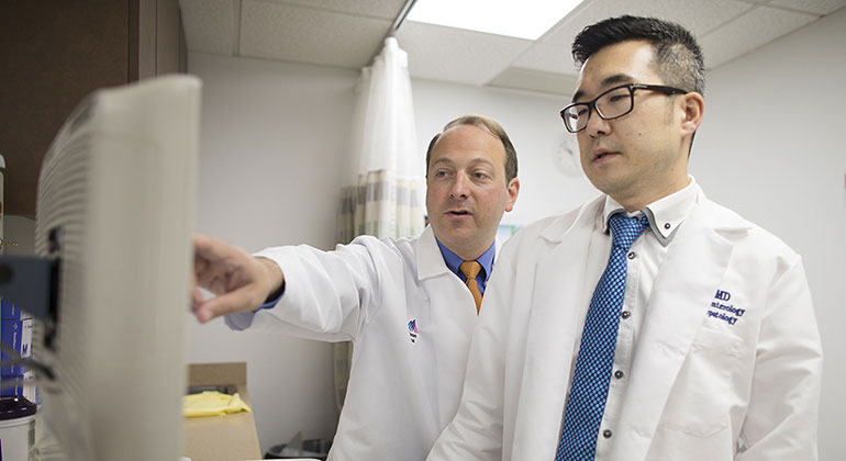 Drs. Michael Smith and Il Paik discuss a motility case