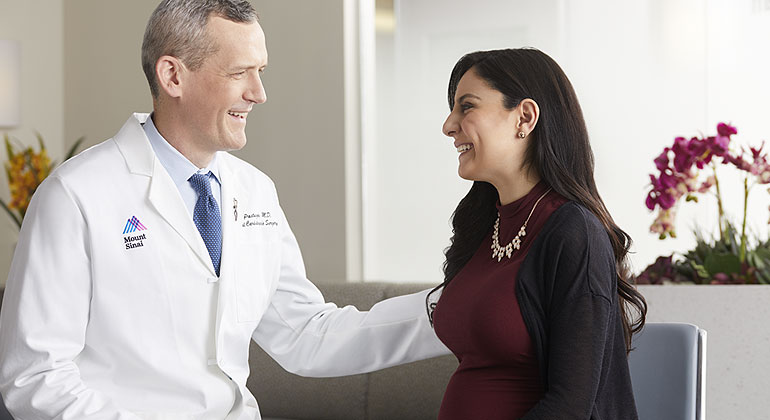 Doctor talking to pregnant mother