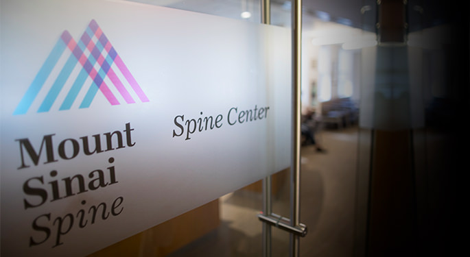 Image of Spine Center at Mount Sinai's entrance